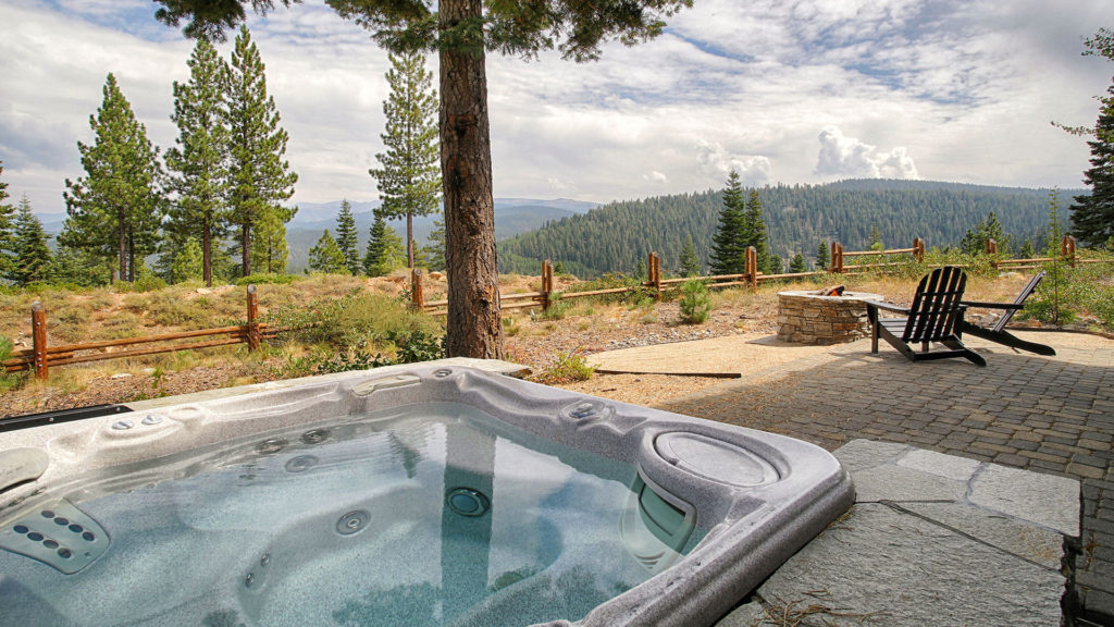 trailside-exterior-hottub-view